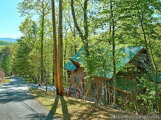 Cozy Cabin with Deck and Linens Provided - Pigeon Forge vacation rentals