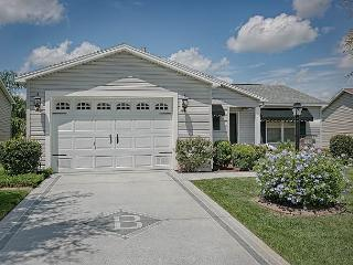 5 minutes to Lake Sumter Landing in Amelia. Complimentary gas golf cart - The Villages vacation rentals