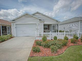 Beautiful pet friendly patio villa with complimentary golf cart - The Villages vacation rentals