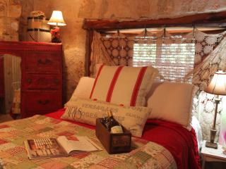 1 bedroom Bed and Breakfast with Ceiling Fans in Boerne - Boerne vacation rentals