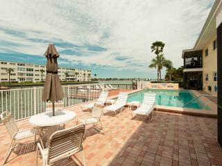 2 bedroom Apartment with Internet Access in Saint Pete Beach - Saint Pete Beach vacation rentals