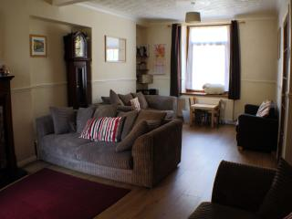 TY SKYLINE HOUSE - comfort for active holidays - Port Talbot vacation rentals