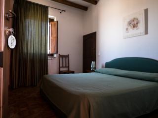 La Ferula - Camera Matrimoniale con finestra 1 - Scillato vacation rentals