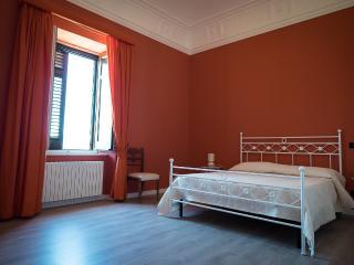 La Ferula - Camera Matrimoniale con finestra 2 - Scillato vacation rentals