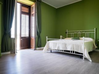 La Ferula - Camera Matrimoniale con balcone 2 - Scillato vacation rentals