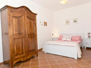 Giulia studio, Hilltop Guesthouse, Tuscany - Aulla vacation rentals