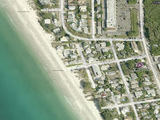 Beach Side Studio Vacation Rental on Anna Maria Island steps to Holmes Beach - Holmes Beach vacation rentals