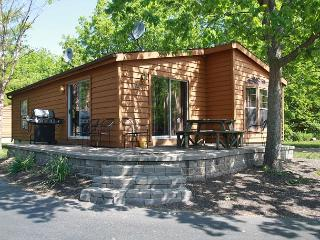 8-person Corner House w/ 3 BR & 2 BA - Put-in-Bay's Island Club Home Rentals - Put in Bay vacation rentals