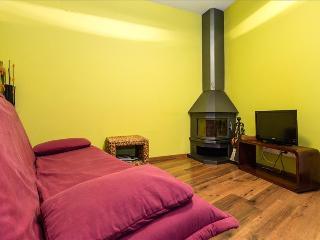 Nice 1 bedroom Pobleta de Bellvehi Apartment with Internet Access - Pobleta de Bellvehi vacation rentals