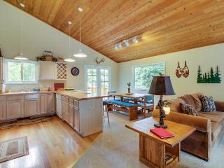 Large mountain home with access to Tahoe Donner pool, hot tub & fitness center! - Truckee vacation rentals