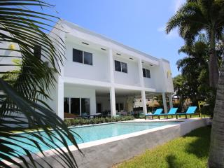 Floridian Design waterfront villa North Miami - Lighthouse Point vacation rentals