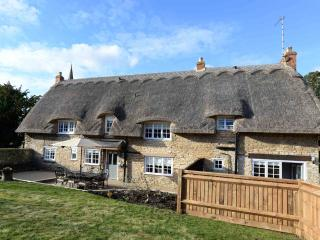 Beautiful 4 bedroom Cottesmore Cottage with Internet Access - Cottesmore vacation rentals