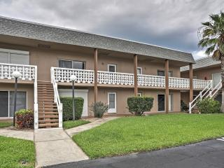 Charming 2BR Cocoa Beach Condo w/ Wifi, Flat Screen TVs, Community Pool & Beach Access - Close to Downtown, Dining, Nightlife, and More! - Cocoa Beach vacation rentals