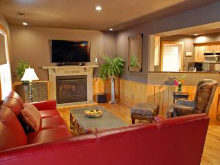 3400 SF, 4 Bedroom, Lake House w/ Hot Tub, Game Room, Dock, Boat Rental - Eureka Springs vacation rentals