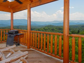 4 bedroom House with Balcony in Sevierville - Sevierville vacation rentals