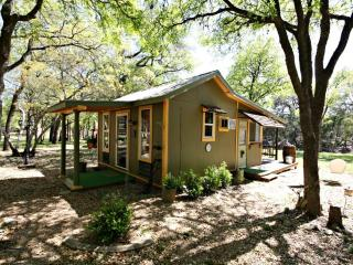 LE PETIT at LONESOME DOVE COTTAGES - Canyon Lake - Canyon Lake vacation rentals