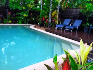 2 Bed, 2 Bathroom villa, Private pool & Free Wi-Fi - Palm Cove vacation rentals