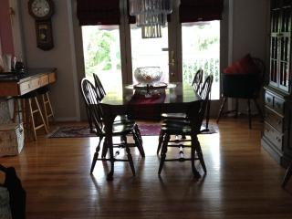 Comfortable B & B Queen for2 just Outside Detroit - Detroit vacation rentals