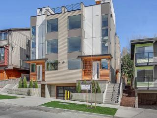 New MODERN & LUXURY House with Roof Top Deck - Seattle vacation rentals