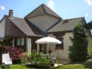Beautiful 2 bedroom House in Thury-Harcourt with Internet Access - Thury-Harcourt vacation rentals
