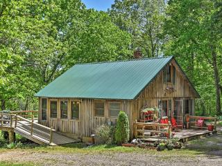 'Happy Farm' Rustic 1BR + Loft Cape Girardeau Area Cabin - Located on 270 Acres of Private Land w/Lake, Fishing, Canoeing & Swimming! - Marble Hill vacation rentals
