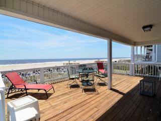 Cozy House with Deck and Internet Access - Carolina Beach vacation rentals