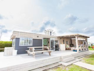 Nieuw en hip STOERbuiten vakantiehuisje - Brouwershaven vacation rentals