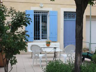 Maison provençale restaurée proche d'Avignon - Sorgues vacation rentals