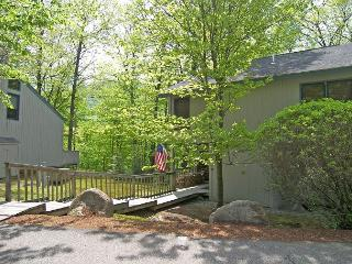 RU113- Managed by Loon Reservation Service - NH Meals & Rooms Lic# 056365 - Lincoln vacation rentals
