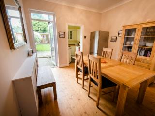 Railway Cottage,  2 Bed House with garden, London - Barnet vacation rentals
