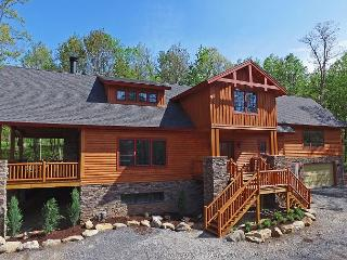Spacious log home on Lodestone Golf Course! - McHenry vacation rentals