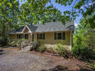 Comfortable 3 bedroom Montreat House with Deck - Montreat vacation rentals