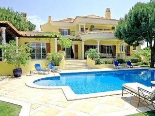 6 bedroom Villa in Quinta Do Lago, Vilamoura, Central Algarve, Portugal : ref 1717098 - Quinta do Lago vacation rentals