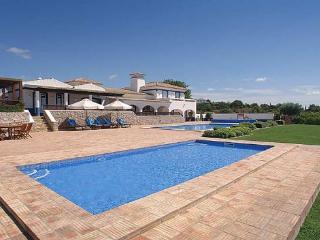 7 bedroom Villa in Boliqueime, Central Algarve, Portugal : ref 1717110 - Cerca Velha vacation rentals