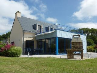 Charming Villa with Internet Access and Shared Outdoor Pool - Moelan-sur-mer vacation rentals