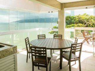 Apartamento cobertura a beira mar - Bombinhas vacation rentals