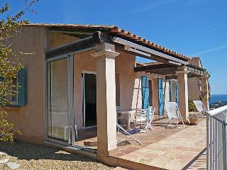 3 bedroom Villa in Cavalaire, Cote d'Azur, France : ref 2012663 - Cavalaire-Sur-Mer vacation rentals
