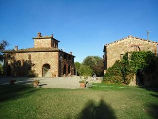 8 bedroom Villa in Cortona, Tuscany, Italy : ref 2020487 - Guazzino vacation rentals