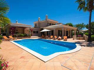 5 bedroom Villa in Vilamoura, Algarve, Portugal : ref 2022262 - Quarteira vacation rentals
