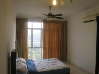 {TT}Welcoming & Cozy Condo Room-1 (Master Room) - Puchong vacation rentals