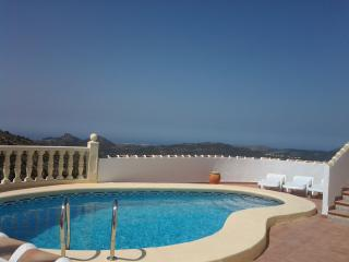 Nice Villa with Internet Access and Dishwasher - Pedreguer vacation rentals