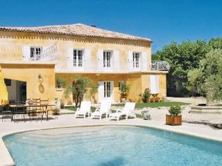 5 bedroom Villa in L Isle Sur La Sorgue, Provence DrOme ArdEche, Vaucluse, France : ref 2089193 - L'Isle-sur-la-Sorgue vacation rentals