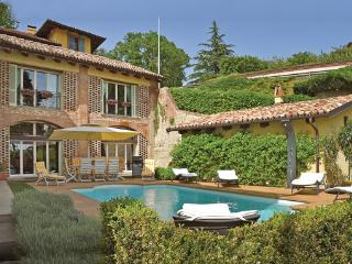 4 bedroom Villa in Monforte D ´Alba, Piedmont, Piedmont Countryside, Italy : ref 2089871 - Monforte d'Alba vacation rentals