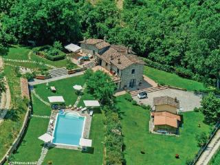 6 bedroom Villa in Arezzo, Tuscany, Arezzo / Cortona And Surroundings, Italy : ref 2089956 - Pieve al Bagnoro vacation rentals