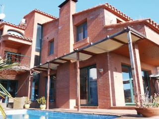 5 bedroom Villa in Canet de Mar, Catalonia, Spain : ref 2096006 - Canet de Mar vacation rentals