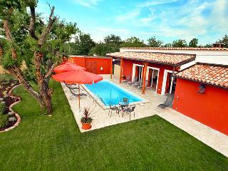 5 bedroom Villa in Buje Plovanija, Istria, Croatia : ref 2098942 - Gamboci vacation rentals