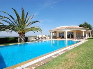 3 bedroom Villa in Ferragudo, Carvoeiro, Algarve, Portugal : ref 2105501 - Ferragudo vacation rentals