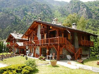 4 bedroom Apartment in Antey St Andre, Aosta Valley, Italy : ref 2132180 - Antey Saint Andre vacation rentals