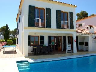 4 bedroom Villa in Cala Santa Galdana, Menorca, Menorca : ref 2132451 - Cala Galdana vacation rentals