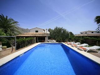 4 bedroom Villa in Puerto Pollensa, Pollensa, Mallorca : ref 2132468 - Puerto Pollensa vacation rentals